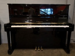 Yamaha U1M Upright Piano Preowned - Y3684025