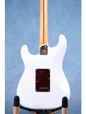 Fender American Ultra Stratocaster Arctic Pearl Electric Guitar - US19096683